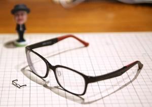 眼鏡と3Dプリンター出力の眼鏡の比較
